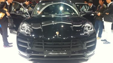 Porsche Macan front tracking