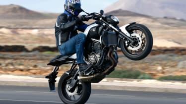 Yamaha MT-07 review - wheelie