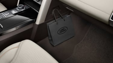 Land Rover Discovery 2017 - official hook