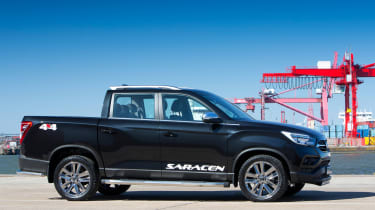SsangYong Musso Saracen - side