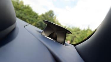 Aston Martin DB11 AMR - speaker