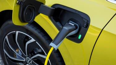 Volkswagen Golf eHybrid plug