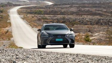 Lexus LS 500h - front panning