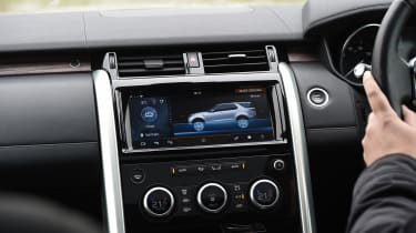 Land Rover Discovery HSE Luxury - infotainment