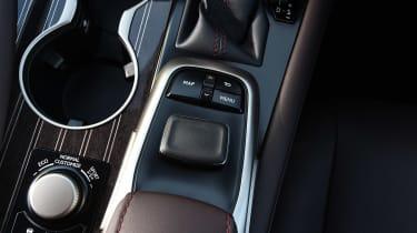 Lexus RX 450h - centre console detail