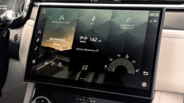 Jaguar F-Pace PHEV - screen
