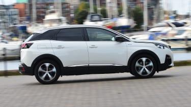 Peugeot 3008 - side