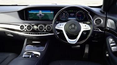 Mercedes S 560 e - dash