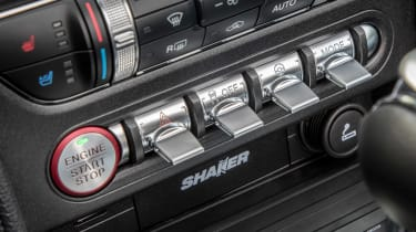 Ford Mustang EcoBoost Convertible - buttons