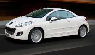 Peugeot 207CC convertible front tracking