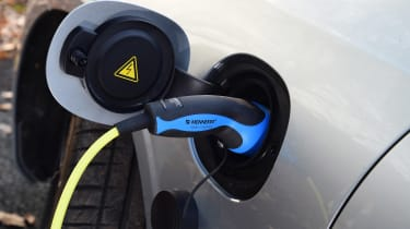 Volvo S90 T8 - plugged-in