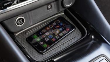 Nissan Qashqai - phone charging