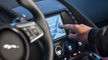Jaguar F-Type SVR - infotainment
