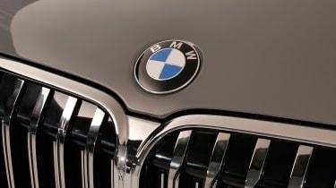 BMW 7 Series facelift - BMW badge