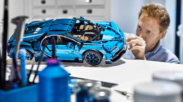 Bugatti Chiron LEGO - building