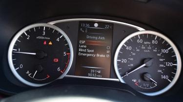 Nissan Micra - dials