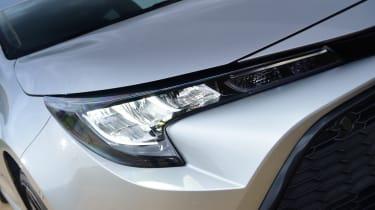 Toyota Corolla Touring - headlight