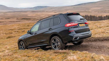 BMW X7 - rear off-road