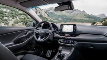 Hyundai i30 Fastback - dash