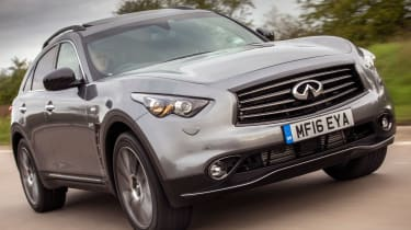 Infiniti QX70 Ultimate - front tracking