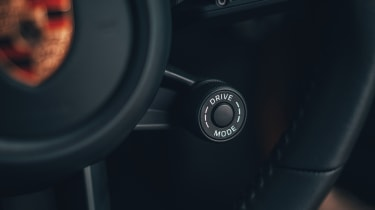 Porsche 911 Carrera S - sport button