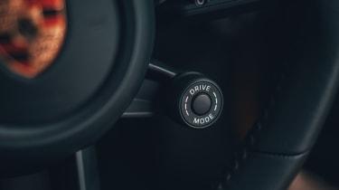 Porsche 911 Carrera S - sport button