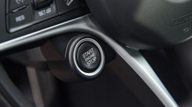 Alfa Romeo Stelvio - start/stop button