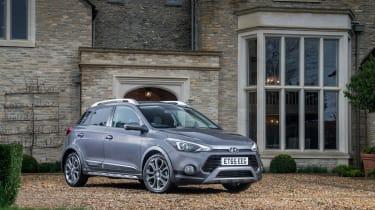 Hyundai i20 Active 2016 - front quarter