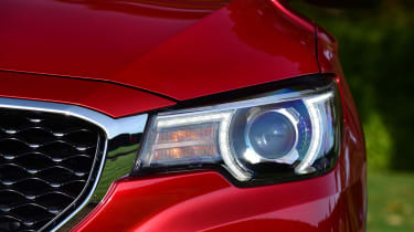 MG ZS - front light