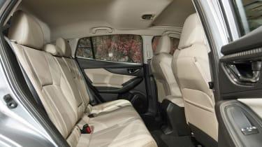 Subaru Impreza 2016 - show rear seats