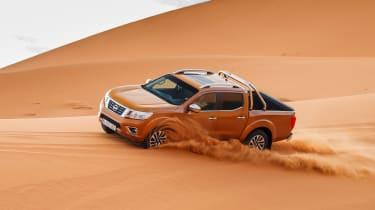 Nissan NP300 Navara pick-up dune - sand driving 6