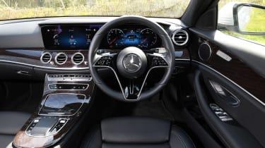 Mercedes E 220d Sport - dash