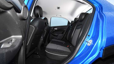 fiat 500x rear seats legroom