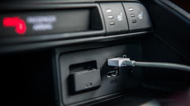 Mazda MX-5 - USB