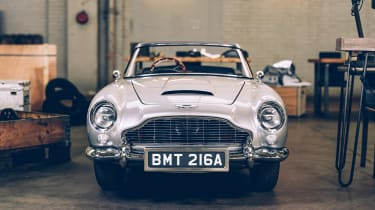 Aston Martin DB5 replica No Time To Die - front