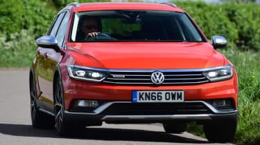 Volkswagen Passat Alltrack - front corner