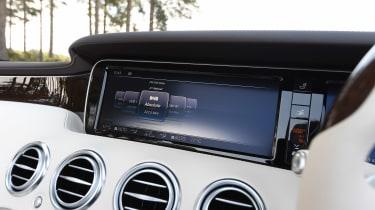 Convertible megatest - Mercedes S 500 Convertible - infotainment screen