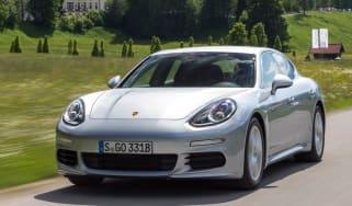 Porsche Panamera S E-Hybrid front tracking