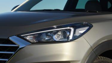 Hyundai Tucson 48v - headlight