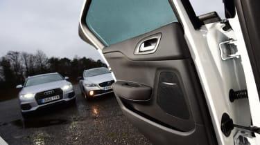 DS 4 Crossback vs Audi Q3 vs Volvo V40 Cross Country - door open