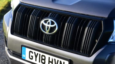Toyota Land Cruiser Utility Commercial - grille