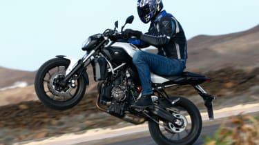 Yamaha MT-07 review - wheelie side