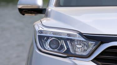 SsangYong Rexton - headlight