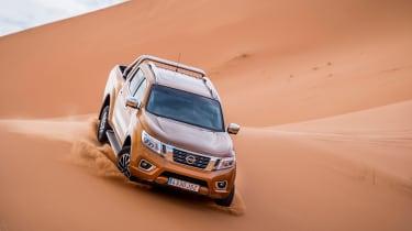 Nissan NP300 Navara pick-up dune - sand driving 9