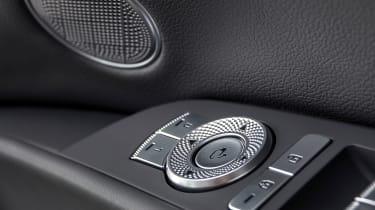 Genesis G80 - buttons