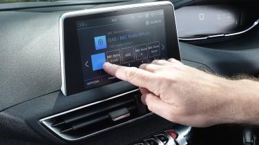 Peugeot 5008 long-term test - infotainment