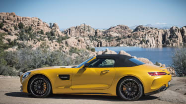 Mercedes-AMG GT C Roadster 2017 - side roof closed