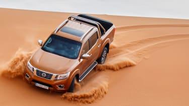 Nissan NP300 Navara pick-up dune - sand driving 4