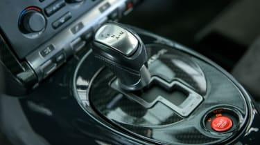 Nissan Juke-R 2.0 - gearlever