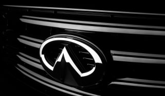 Infiniti QX70 Ultimate - badge